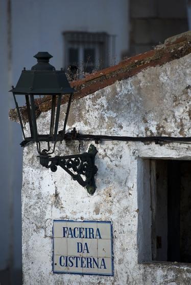 Um detalhe da Faceira da Cisterna, rua que percorre toda a lateral do reservatório