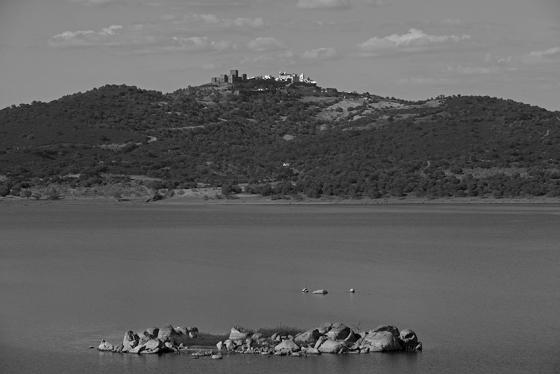 Monsaraz sobre o lago de Alqueva