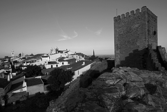 Torre de menagem do castelo e centro histórico da vila