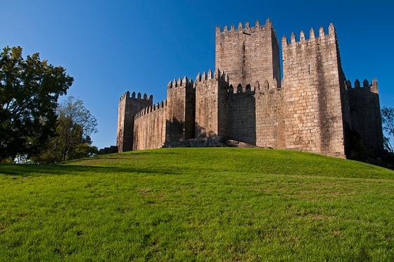 Castelo de Guimarães, onde teria nascido D. Afonso Henriques