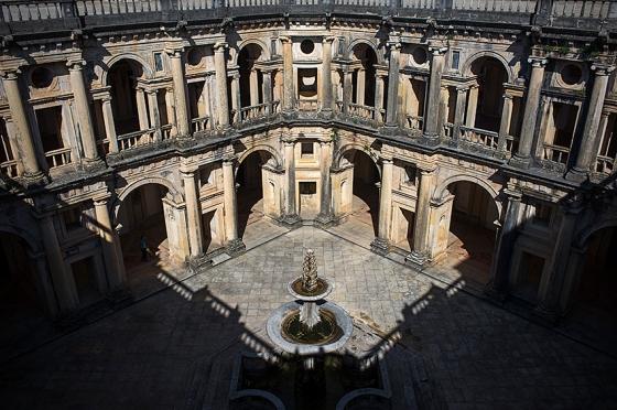 O claustro principal do convento
