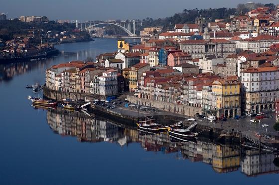 A Ribeira vista da Ponte D. Luís, entre o Porto e Vila Nova de Gaia